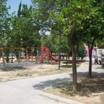 Πάρκο εμπρός στην είσοδο του ΕΠΑΛ